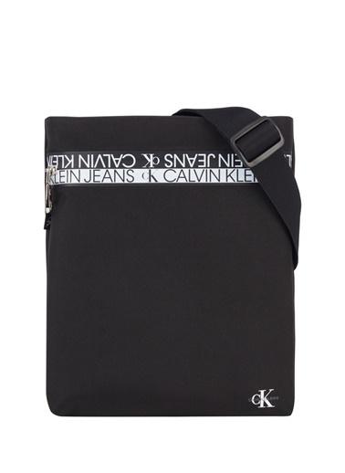 Calvin Klein Calvin Klein Yazı Desenli  Erkek Postaci Çantası Siyah